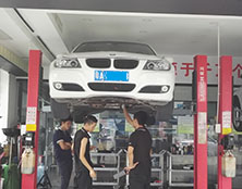 宝马自动变速箱维修:热车不走